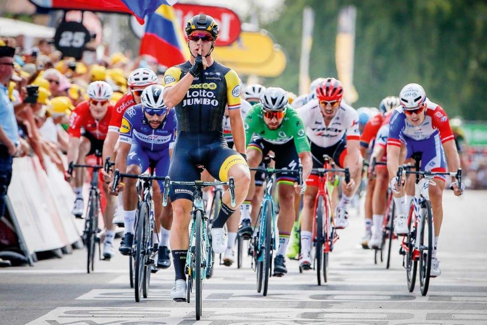 SPURTKONGER: Dylan Groenewegen vant etappe 7 og 8 under fjorårets Tour de France. Her må blant andre Fernando Gaviria, Peter Sagan og Arnaud Demare innse at slaget er tapt. Foto: Cor Vos