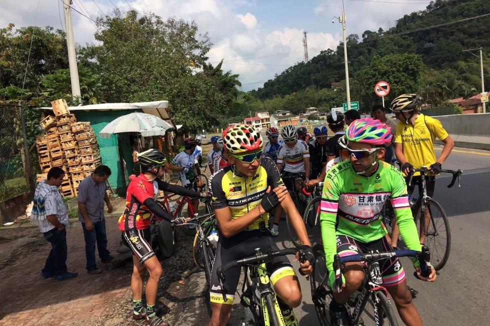 SPARTANSK: Visst kan de sykle i Colombia, også selv om staffasjen rundt rittene er litt mindre enn i mange andre land. Fto: Jonas Orset.