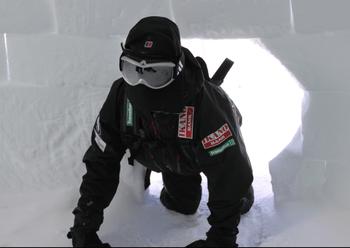 Forfrysning ble i stor grad forhindret av slalombriller med neopren-maske som dekket nesten hele ansiktet til Simen.