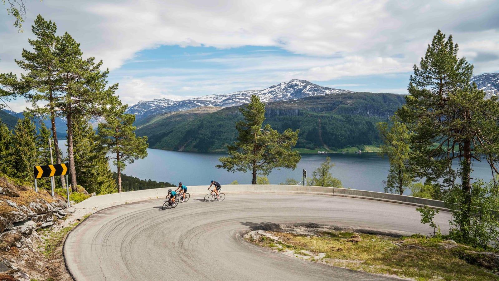 SERPENTINER: Rekorden opp Gaularfjellet holder Bjørn Tore Hoem fra Joker Fuel of Norway som har. Tiden er på imponerende 20 minutter og 13 sekunder. år gjeng prøvde seg riktignok ikke på den. Bilde: Magnus Roaldset Furset