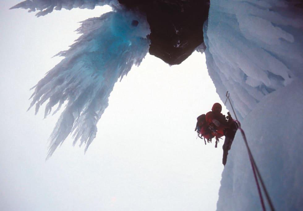 Dramatisk: Andreas er med på førstebestigningen av datidens råeste islinje i Norge. Foto: Aslak Aastorp
