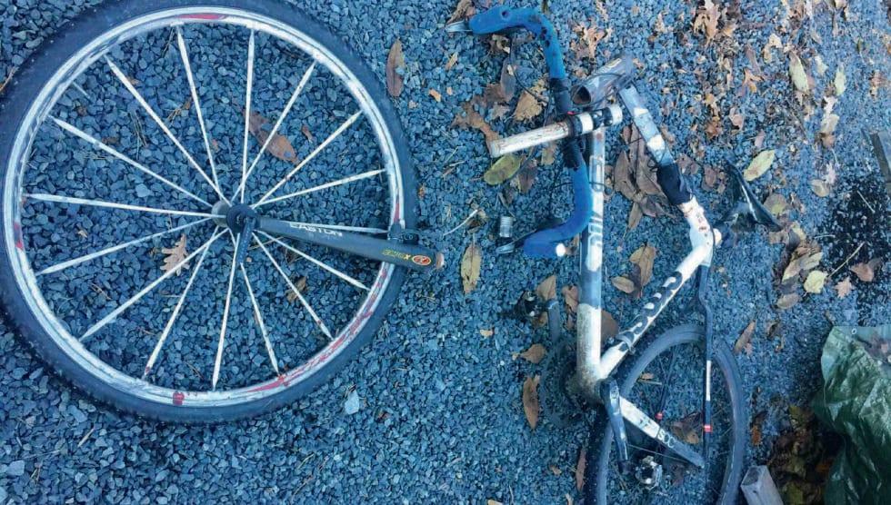 Ulykke: Gaffelen knakk og Andreas gikk nesegrus i asfalten, og  fikk omfattende skader. Foto: Fredborgs samling