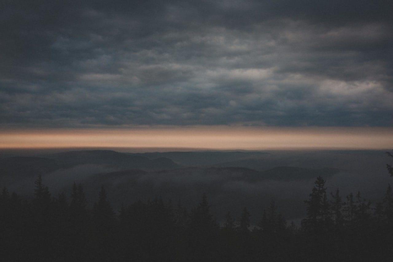 NÅR DET SER MØRKT UT: Hvis skyene vrenger seg slik, er det neppe et godt tegn. Foto: Kristoffer H. Kippernes