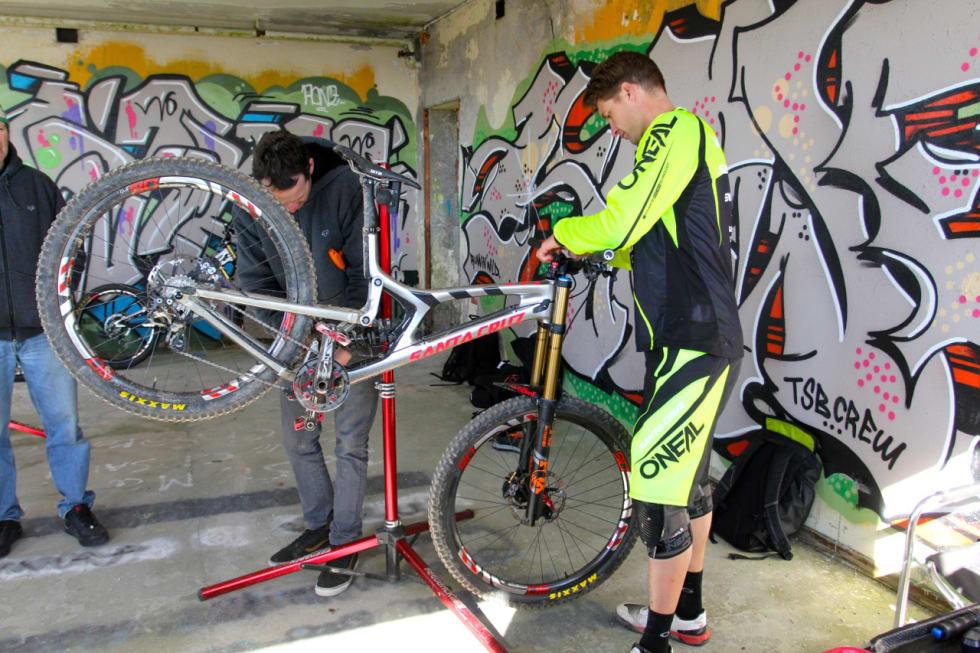 STORE HJUL FOR STOR MANN: Greg Minnaar er høy og stor, han har vært en pådriver for den nye V10-sykkelen med 29er-hjul.