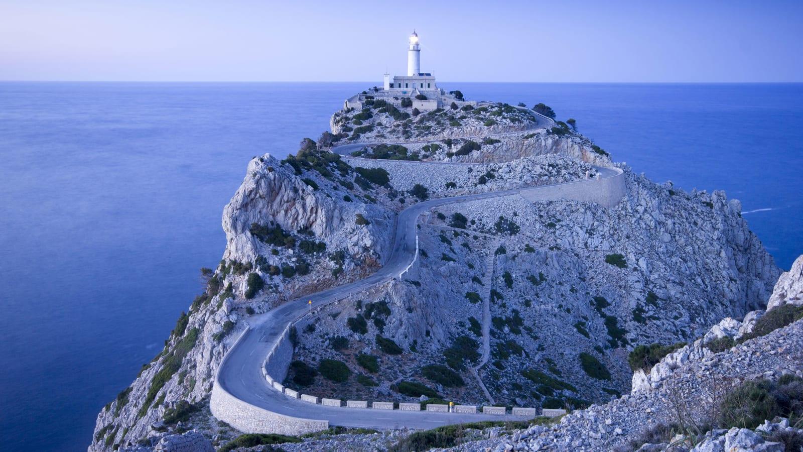GOD NATT: Verdens vakreste blindvei, Cap Formentor, like før solen går ned. Foto: tomtom.