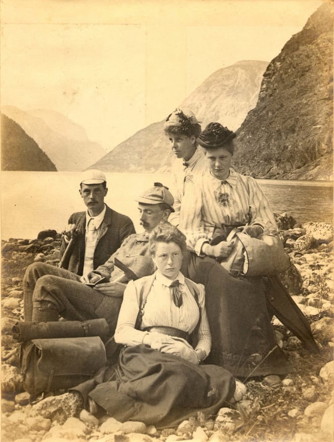 Søstrene Ruth, Evelyn og Mabel Spence Watson i Norge. Evelyn i midten. Foto: Utlånt av Ben Beck