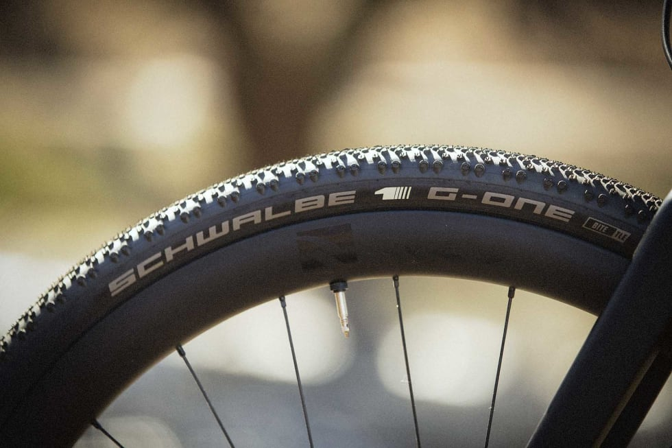 GROV KOMBO: Reynolds Assault ATR (All Terrain Road) med Schwalbe G-One Bite gir et volumiøst og robust uttrykk.