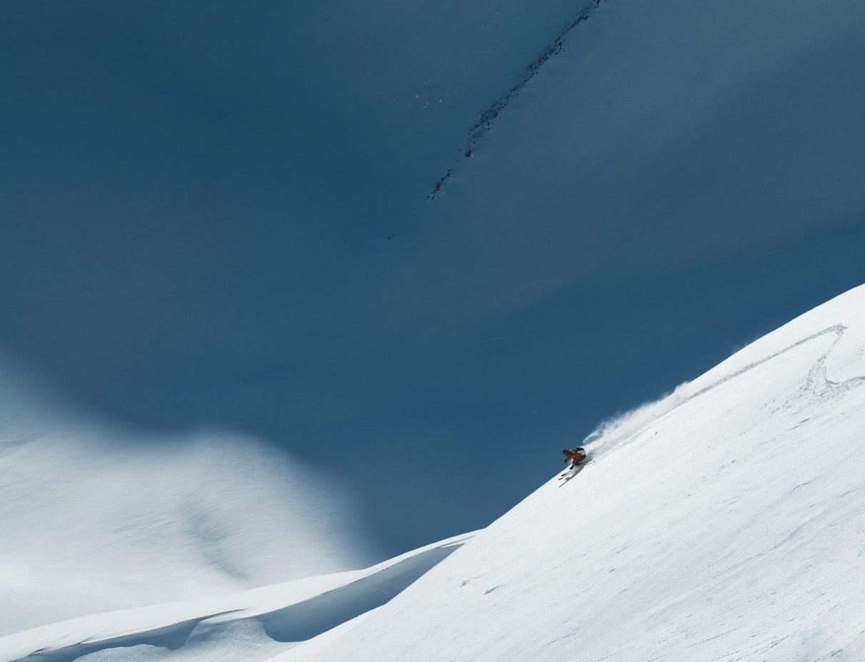 LANGRENNSSLASH: Instruktørene på opptaksprøven til Nordtind hadde aldri sett noen kjøre baklengs gjennom testløypa før. Under traversen lot Vegard likevel fremskia på de ultralette skiene lede veien ned nordsidene.