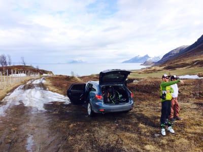 FRA FJÆRA TIL FJELLS: De tre F-er, der altså. Espen Sollien og Alex Hunt peker seg ut dagens gjøremål.