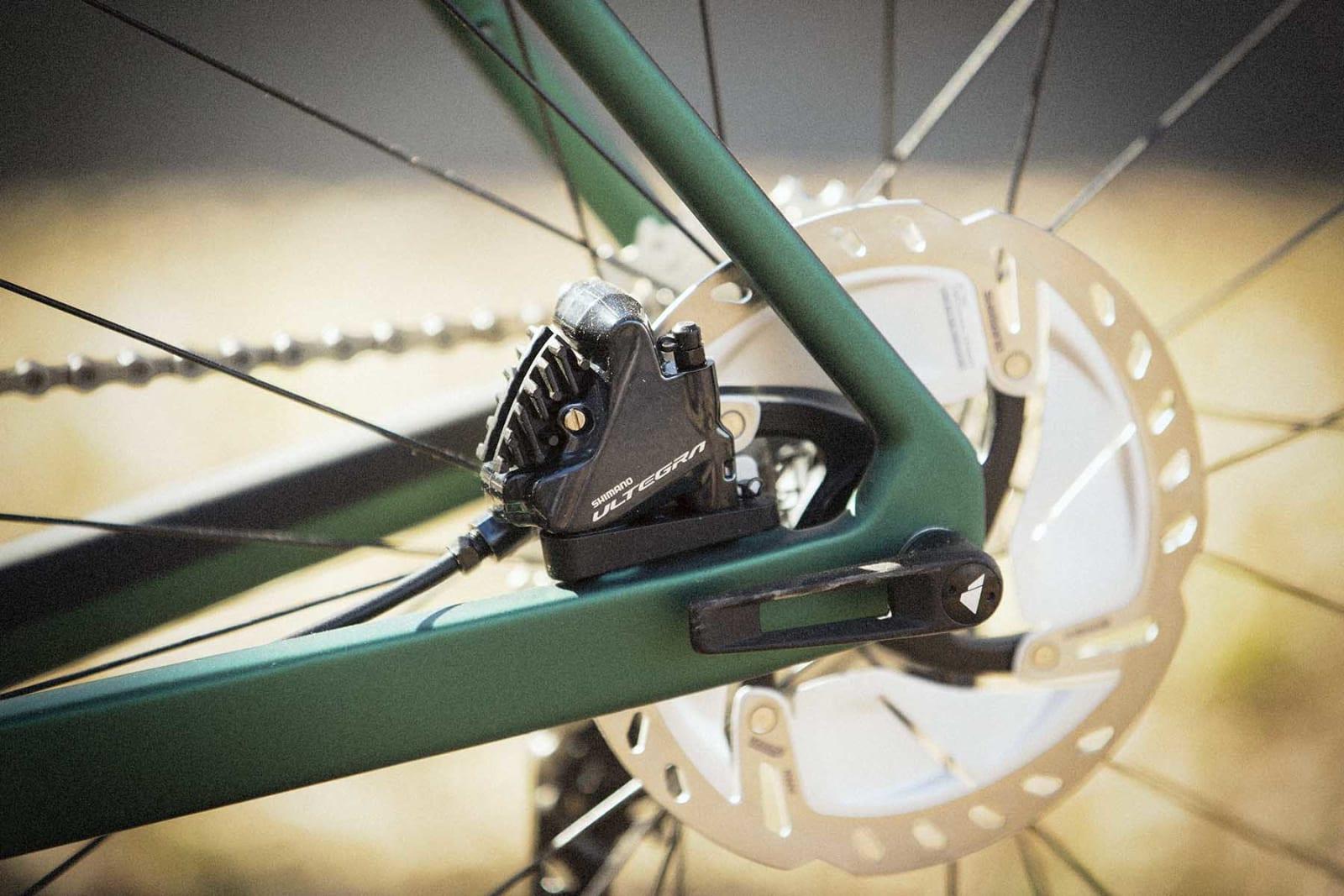 LEKKER: Sykkelen kommer bare med en hurtigkobling. Denne kan nappes ut, og så brukes på forhjulet – eller omvendt.