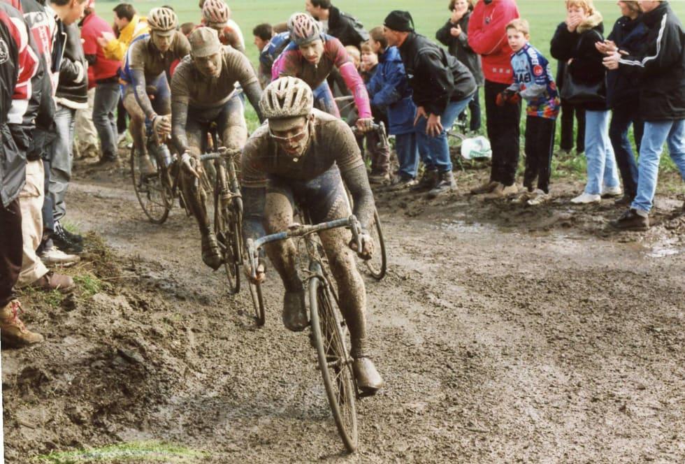 FÅTT: Det er meldt regn på søndag, er vi heldige blir Paris-Roubaix slik. Foto: Cor Vos.