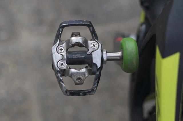 STIPEDAL: XT-TRAIL-pedalene har en ramme rundt klikkemekanismen som gir deg litt mer å stå på.