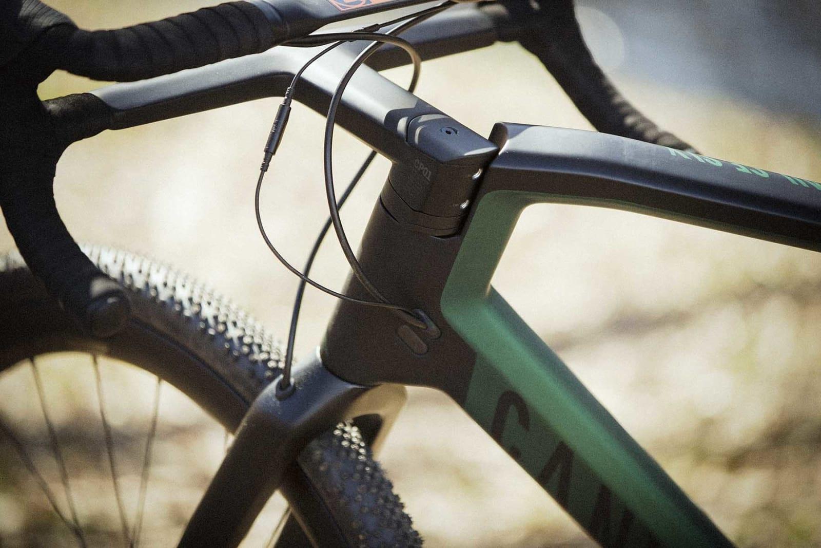 PROPRIETÆRT: Sykkelen er delvis bygget rundt styret, og du kan derfor ikke sette på et vanlig styre.