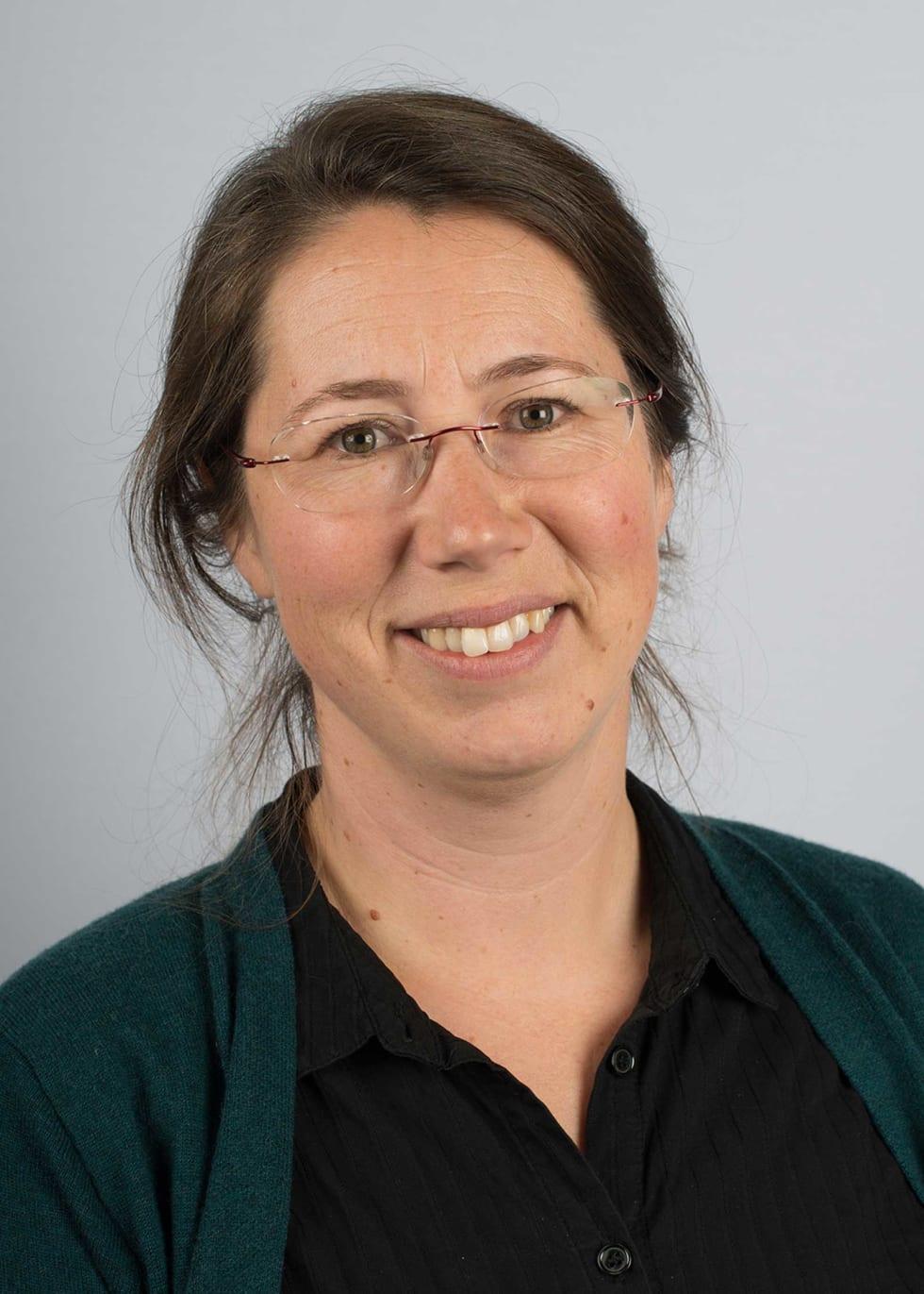 PROSJEKTLEDER: Marianne Evju ved NINA er en av prosjektlederne som skal se på slitasjen fra gående og syklende på stier. Foto: Arnstein Staverløkk