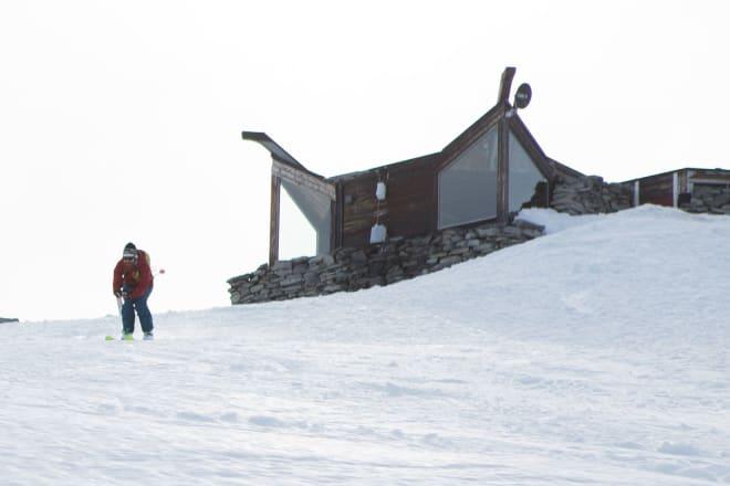 RASK POSISJON: Erlend Sande gjør sitt beste for å hente fart like under toppen. Foto: Tore Meirik