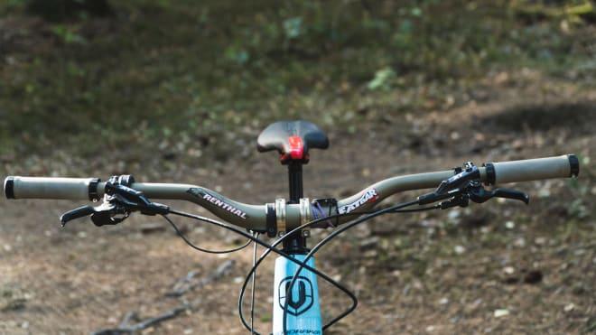 b-rage_bikecheck1_cockpit_lowres