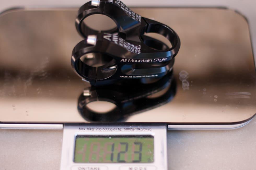 LETT: 123 gram er ganske så lett for en stem laget for enduro og hard stisykling.