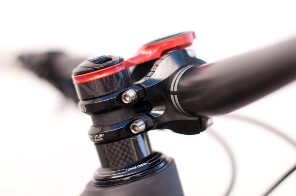 LAV: Om-stemet bygger lite på kronerøret og bruker du en K-Edge GPS-holder som på bildet passer den perfekt mellom styreklemmene.