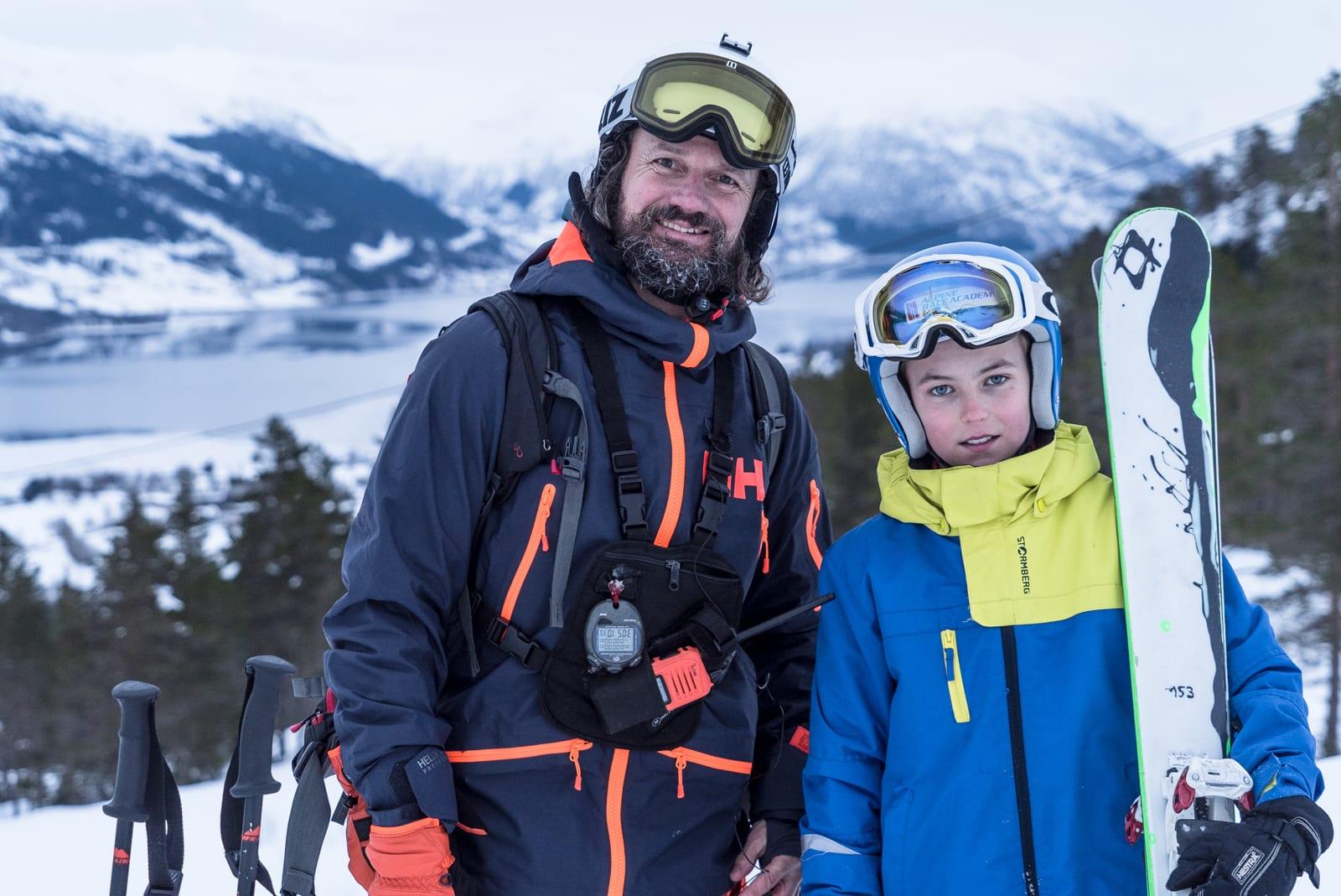 GENERASJONSKLØFTA: Bård Gundersen (47) og Håvard Taklo (11) fant tonen på ski sammen i Jølster Skisenter. Bilde: Christian Nerdrum