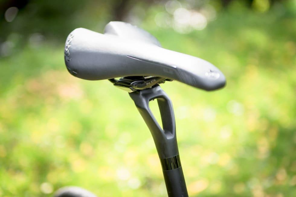 FULLT INNSYN: Setepinnen leveres i en form vi ikke har sett tidligere. Dette er gjort for å gi sykkelen mer vibrasjonsdemping.