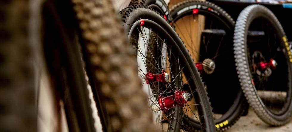 KUN MED KING: Reserve DH kommer i første omgang kun bygget opp på røde Chris King-nav lik dem Syndicate-laget sykler på.