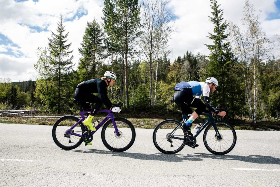 OGSÅ PÅ LANGTUR: En god aerosykkel må også være god å sykle på. Her på vei rundt Lifjellrunden, omtalt i Norges Flotteste. Foto: Colin Eick