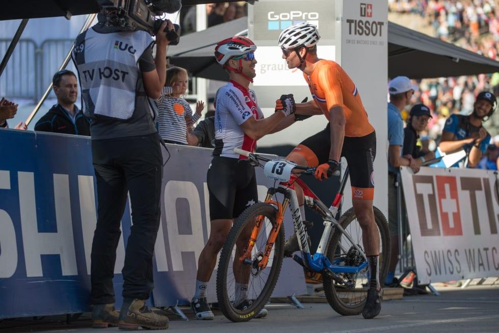 NED NIEDERLANDER: Mathieu Van Der Poel er nederlandsk mester i både rundbane, landevei og sykkelkross. Du fortjener flagglakk da. Foto: UCI