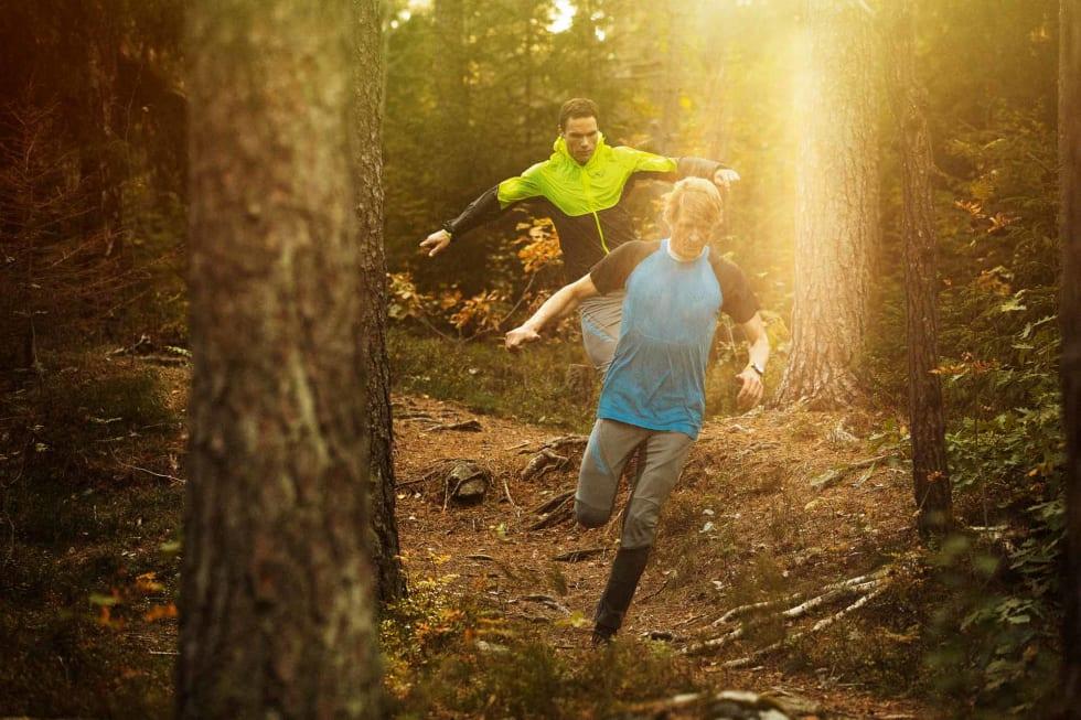 LEKENT: Terrengløping er både gøy og skånsomt. Høye sko kan gi noe bedre støtte. Foto: Kristoffer H. Kippernes