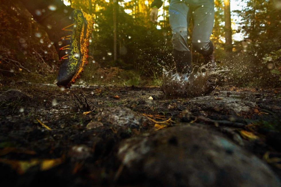 FØLELSE: Løpsfølelse bør trumfe vanntetthet, men i vår test var de beste skoene også de tetteste. Foto: Kristoffer H. Kippernes