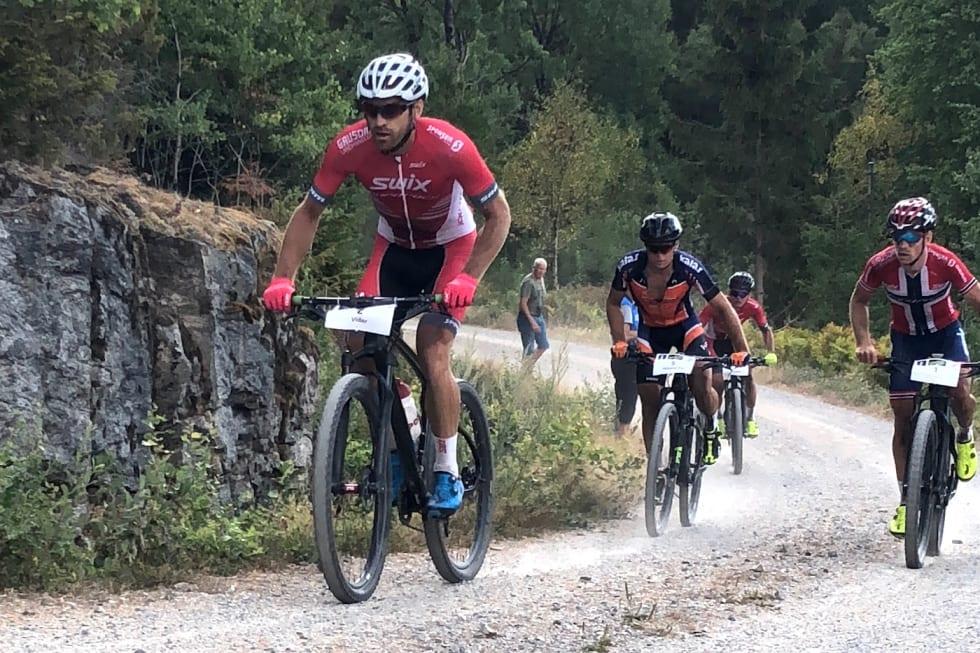 Emil Hasund Eid (midten) blir kollega med Vidar Mehl (foran), mens Ole Hem (til høyre) blir proff i Italia neste sesong. Foto: Siste Aaløkken