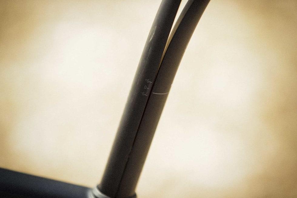JUSTERBAR: Setepinnevinkelen kan justeres opp og ned, for deg som vil ha setespissen tiltet nedover, eventuelt opp i skrukket.