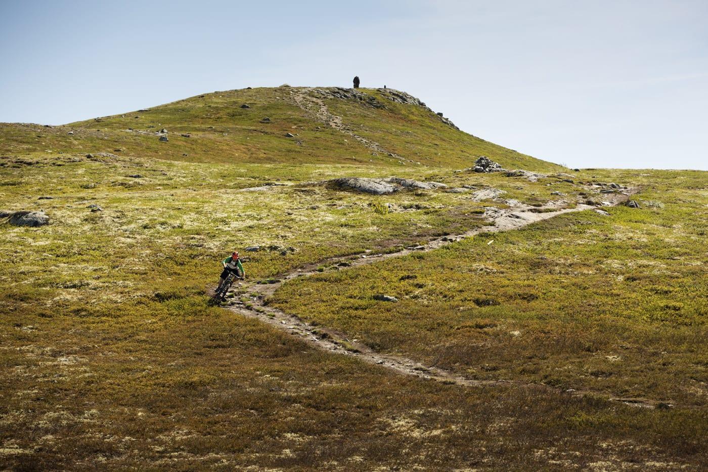 SOVEROMMET: Ove Grøndal på fjellet over Nesbyen, mot turmålet Dyna.