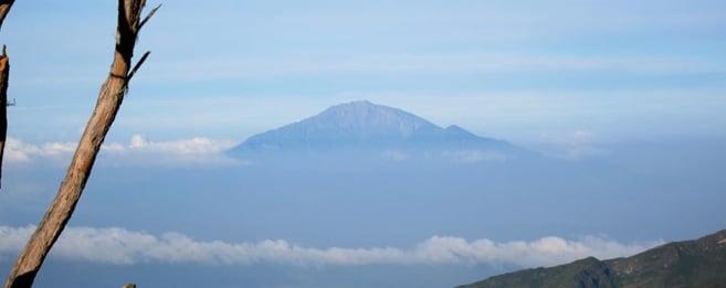 Nydelig utsikt mot Mount Meru (4566) fra Shira Cave.