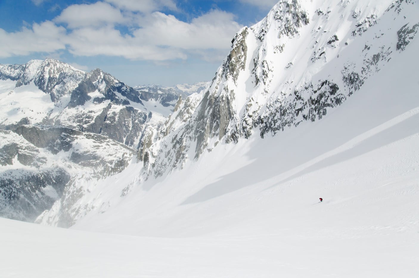 ÅPEN BOK: Urner Haute Route har mange store åpne nedkjøringer, som her fra Lochberg, dag 2.