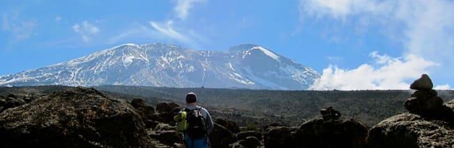 FJELL I SIKTE: Helt grei utsikt mot toppen i stigningen opp fra Shira Cave.