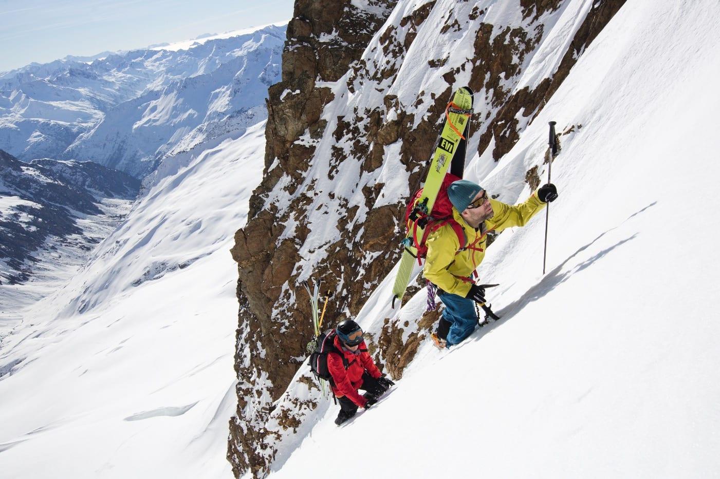 SNARVEI: Når man klatrer Sustenhorn fra Voralphütte er det en snarvei å dra rett over breen og klatre (i snø) de siste cirka 100 høydemeterne.
