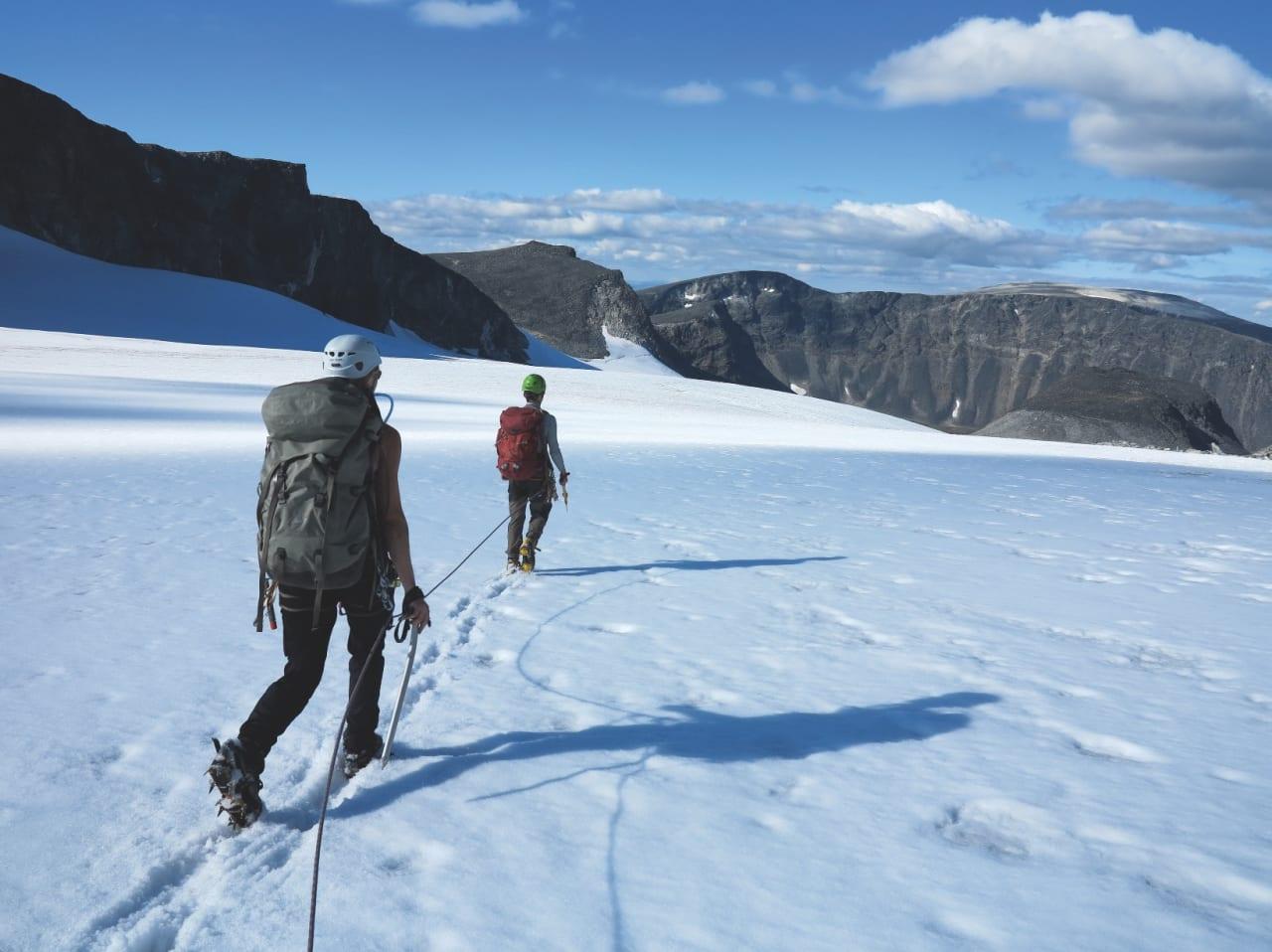 Det er flere steder i fjellheimen vår at du bør kunne litt om både bre- og taubruk. Foto: Ida Eri Sørbye