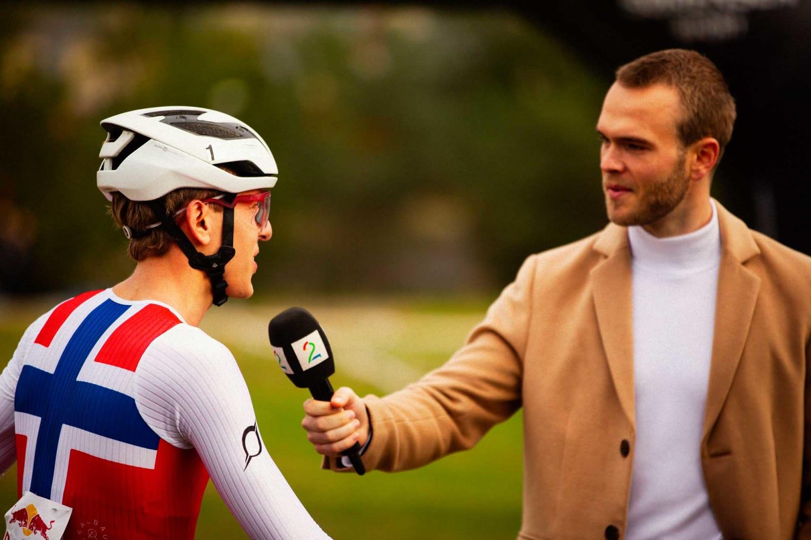 Jeg har aldri blitt intervjuet av TV2 etter noe ritt før. Jeg visste de egentlig var der for Edvald, og jeg tror det var han de viste på TV-innslaget senere. Men det var veldig kult å bli intervjuet.