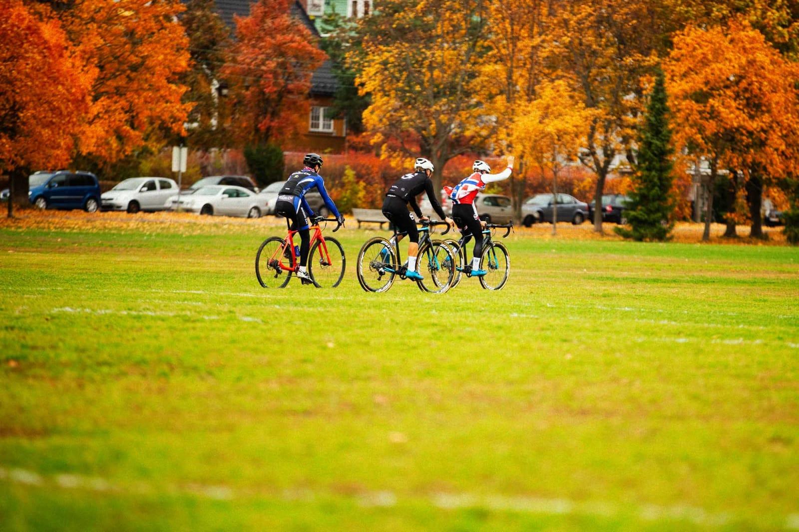 Etter premieutdeling er vi klare for å parkere syklene, både Anders, Martin (Siggerud) og jeg. Nå er det afterbike og bankett som gjelder.