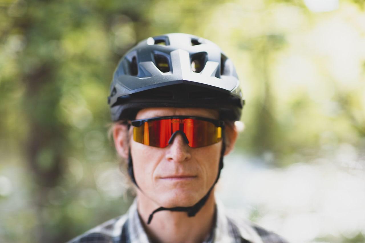 JUSTERBART VISIR: Skjermen på Ambush-hjelmen kan justeres i høyden.