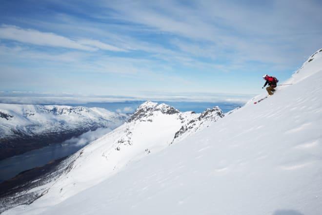 SUPERMANN: Olav Solberg døde 3. mars. Han var en av de flotteste typene i skimiljøet i Nordland. Her kjører han på Andørjas høyeste fjell. Arkivfoto: Tore Meirik