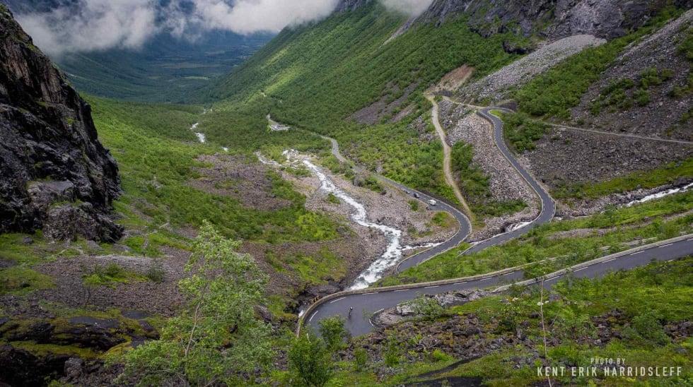 SERPTENTINER: Trollstigen er totalt 11 km til toppen og byr på en rekke serpentiner over 830 hm. Foto: Kent Erik Harridsleff