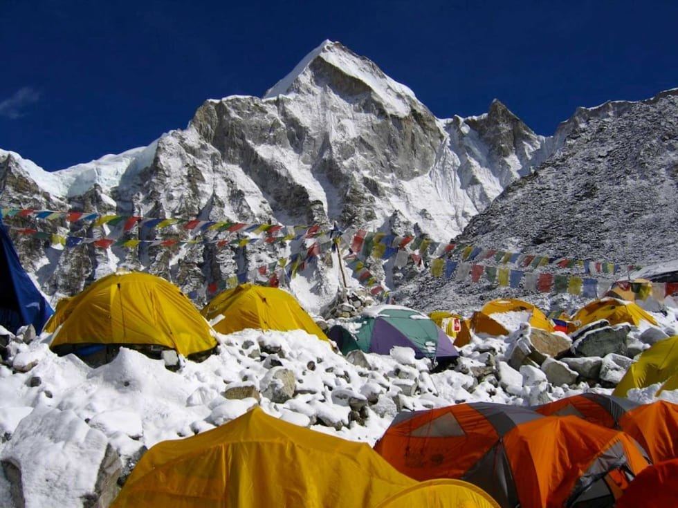 Teltliv: Fra Mount Everest Base Camp. Foto: Ralf Dujmovits.