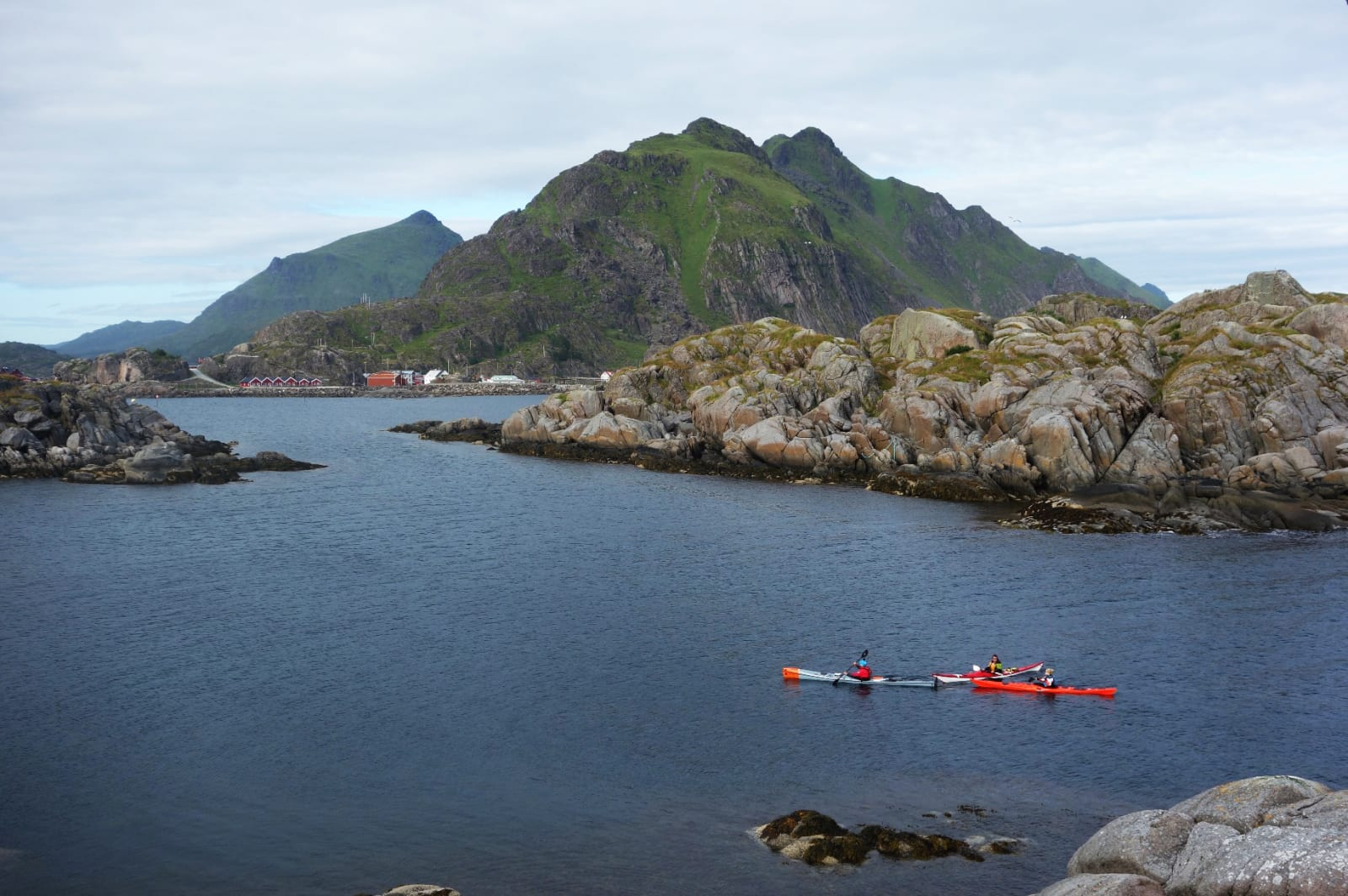 DRØMMEN: Kan en padletur på egenhånd i Lofoten friste? Foto: Sandra Lappegard