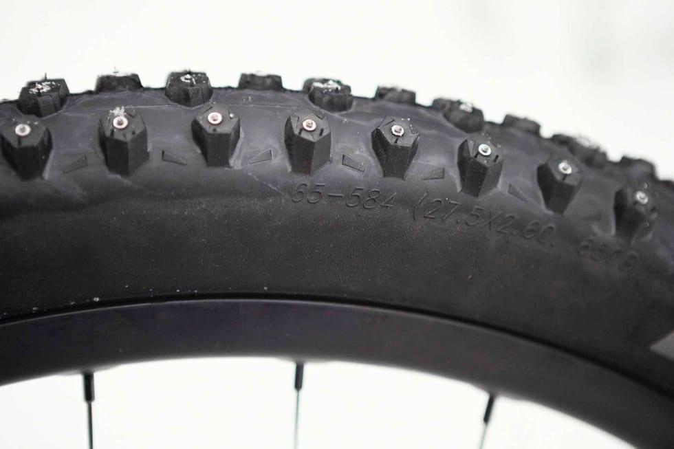 MELLOMSTØRRELSE: Schwalbe-dekkene kan fort havne litt mellom to stoler, for brede for vanlige 27,5-sykler, litt smale til pluss-sykler.