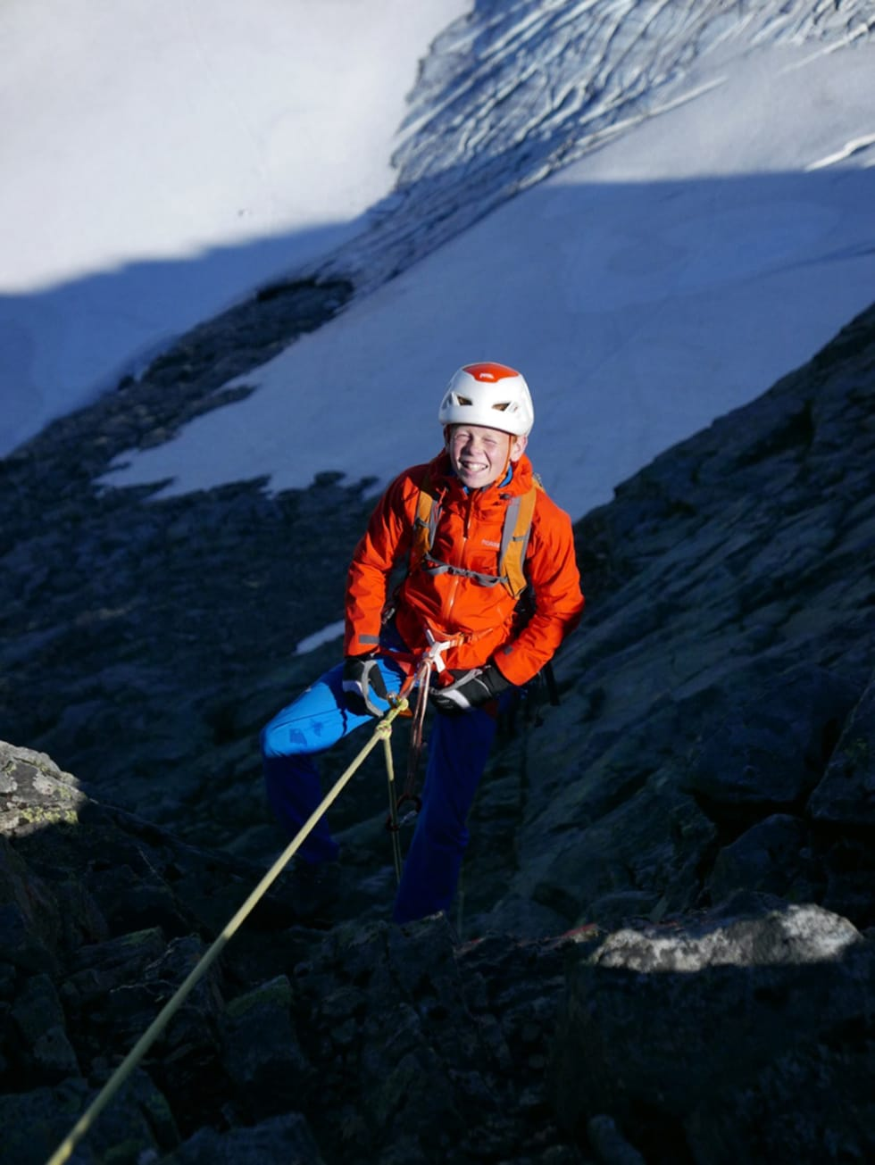 Klatreglede: En fornøyd, ung klatrer i fjellet. Foto: Robert Caspersen