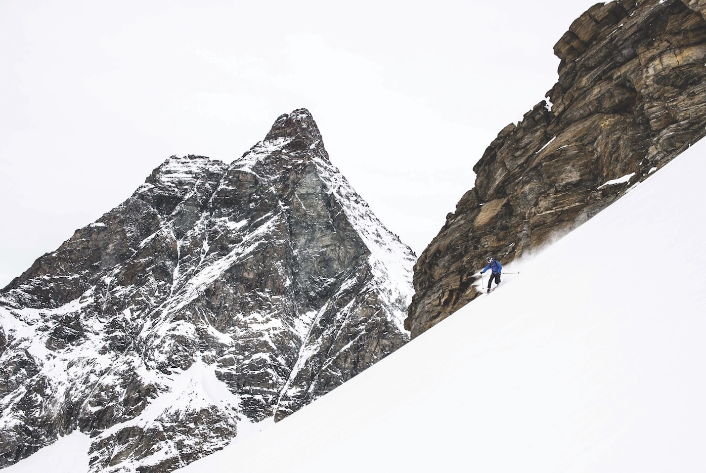 ITALIENSK SKARE: Lothar Hofer sitter ikke like lavt i telemarkssvingen på slike forhold. Til tross for at Matterhorn «ser på».