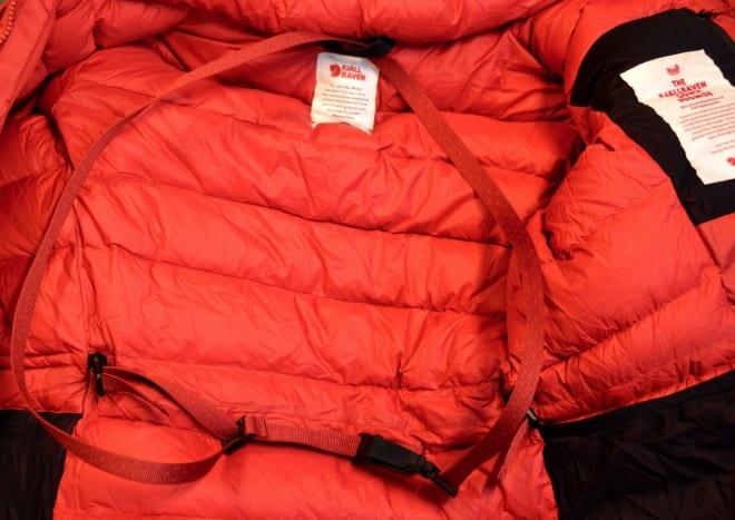 Med bukseseler sitter jakka på om du vil ha armene fri i stormen.