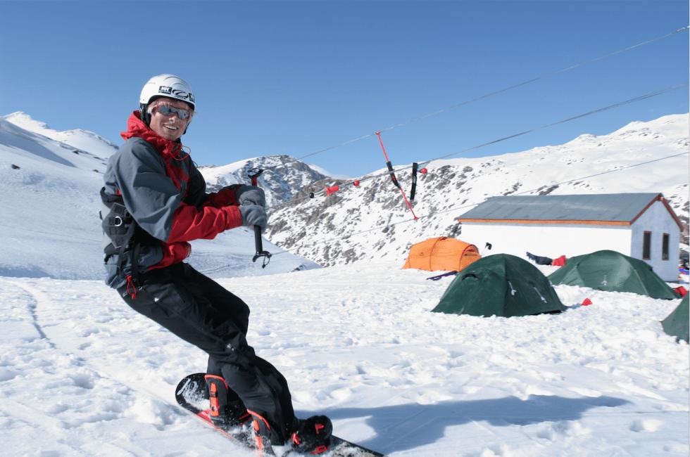 FOREGANGSMANN: I elleve dager kitet Sigve Botnen og Johann Civel i Pakistan. Som et resultat av erfaringene deres reiste noen av verdens beste kitere i år til Himalaya for å delta i Pakistan SnowKite & Flight, verdens høyeste kitekonkurranse. Foto: Gus Hurst