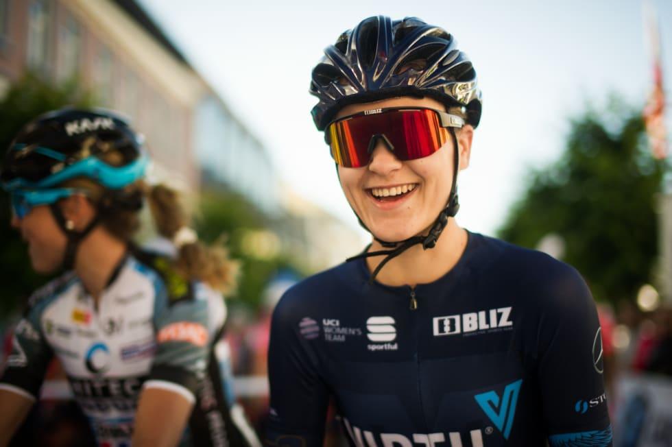 HAPPY: Katrine Aalerud var fornøyd også før start. Foto: Henrik Alpers